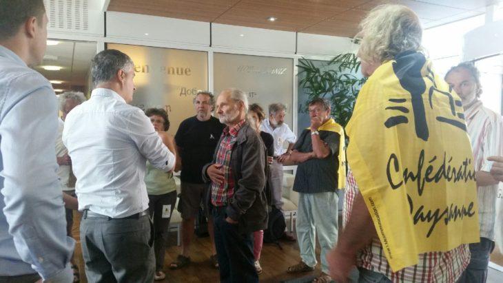 Colza Clearfield: la Confederazione contadina occupa la sede di BASF-Agro