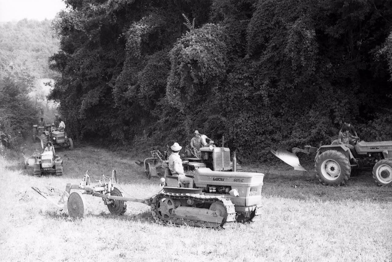 Un contadino ed il suo trattore contro le scorie radioattive